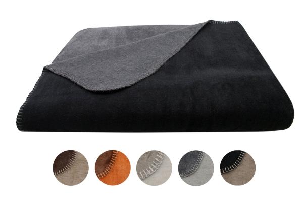 Pflegeleichte Kuscheldecke mit Wendesign aus 60% Baumwolle/40% Polyacryl, Größe ca. 150x200 cm, in trendigen warmen Farbtönen, immer zwei Farben pro Decke