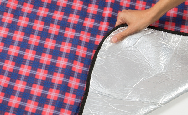 Wasserdichte Picknickdecke, Größe ca. 200x200 cm, verfügbar in der Farbe rot-blau-weiß-kariert, Serie F003