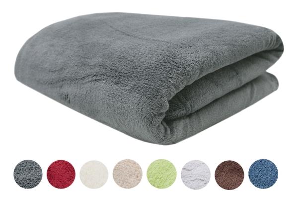 Hochwertige Kuscheldecke aus 100% Polyester, verfügbar in 9 verschiedenen Farben, erhältlich in den Größen 150x200 cm und teilweise in Größe 220x240 cm