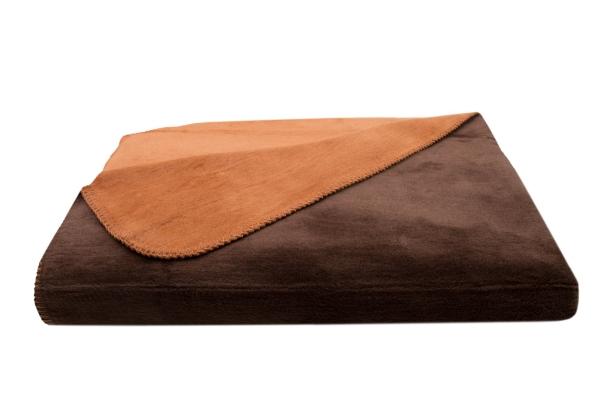 Pflegeleichte Kuscheldecke mit Wendesign aus 60% Baumwolle/40% Polyacryl, Größe ca. 150x200 cm, in trendigen warmen Farbtönen, immer zwei Farben pro Decke, Serie Nevada